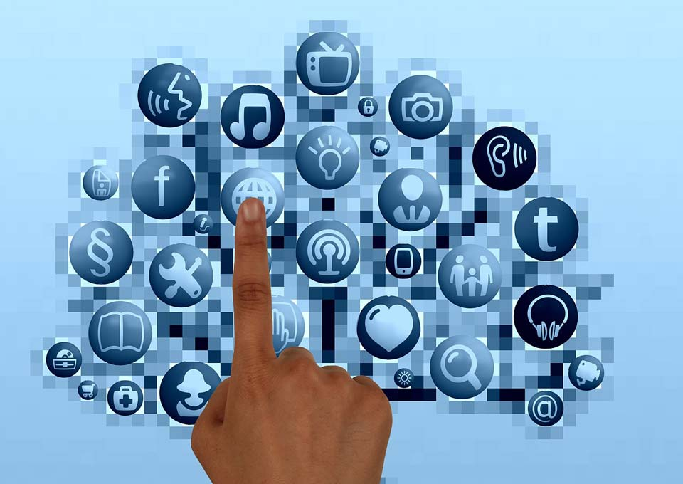Sociální sítě 2015: Facebook versus ostatní